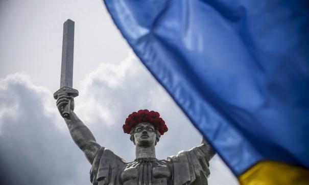 На Украине признали отсутствие денег, чтобы снять герб СССР с монумента «Родина-мать»