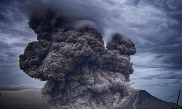 Вулкан Ключевский на Камчатке выбросил столб пепла высотой 5,5 километра