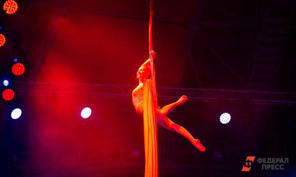 Во Владивостокском цирке гимнастка сорвалась с высоты во время выступления