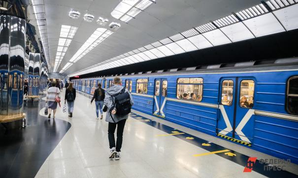 В метро Новосибирска на пути упала женщина