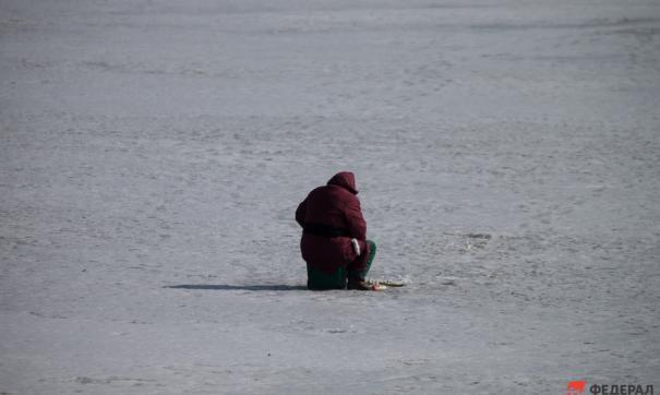 Новосибирская мэрия предостерегает любителей зимней рыбалки от выхода на лед в морозы