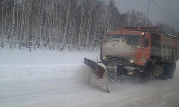 Для расчистки снега задействована вся возможная техника, однако непрекращающийся снегопад осложняет работу