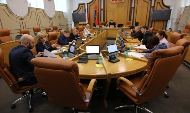 Многие депутаты записались почти во все комиссии, но на заседания не ходят