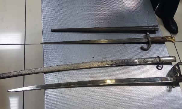 В аэропорту Екатеринбурга изъяли холодное оружие из Аргентины