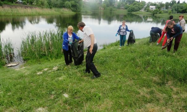 Активисты очищали берега Волги, рек Кавказа, Байкала, Дона, крымских рек, озер и других водоемов.