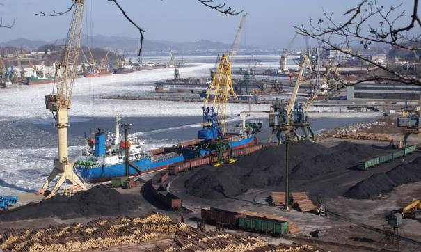 Также известно, что уголь перегружался по схеме «вагон – склад – судно».