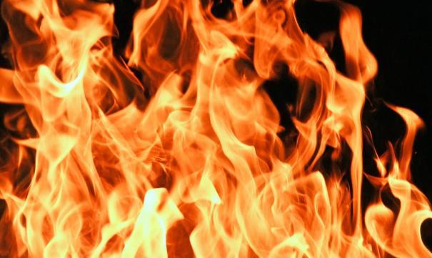 На месте пожара работают следователи и следователи-криминалисты СК