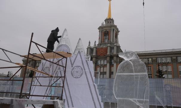 В ледовом городке вырезали первые скульптуры