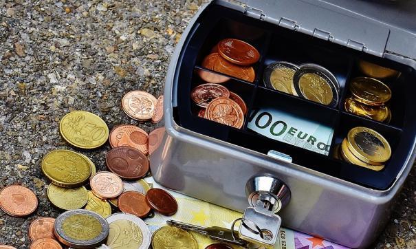 Преступник унес из кассы более восьми тысяч рублей
