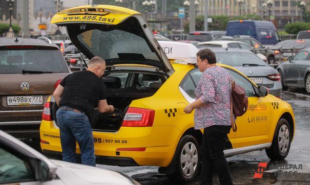 В Новом Уренгое пассажир с отверткой напал на таксиста