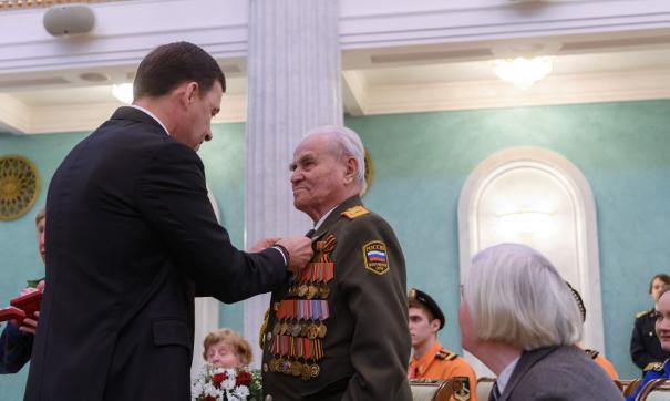 Свердловский губернатор вручил ветеранам юбилейные медали в честь 75-летия Победы