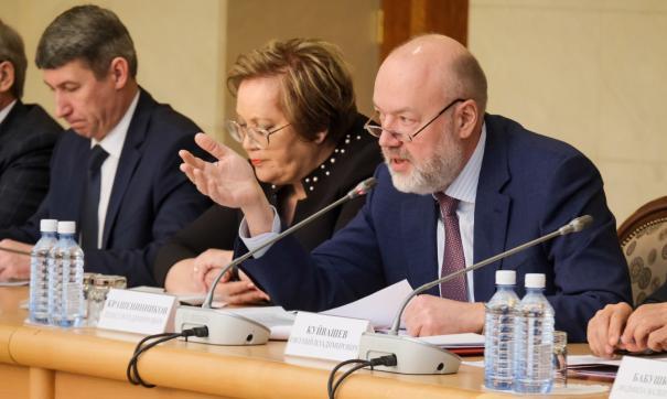 В Екатеринбурге обсудили противоречивые поправки в Конституцию, предложенные жителями.