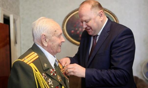 Уральский полпред вручил первые юбилейные медали участникам Великой Отечественной войны и труженикам тыла.