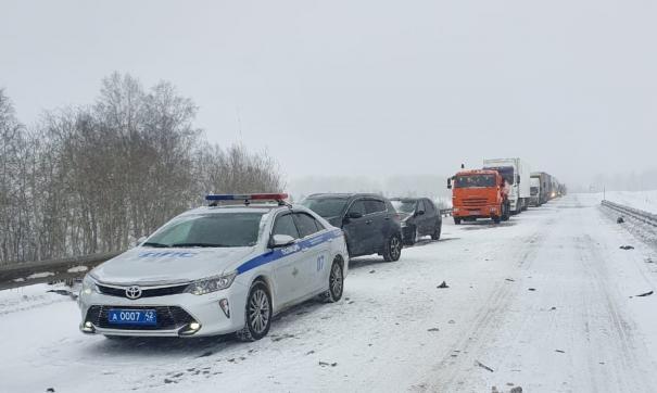 Возле Кузбасского моста в Кемерове произошла массовая авария