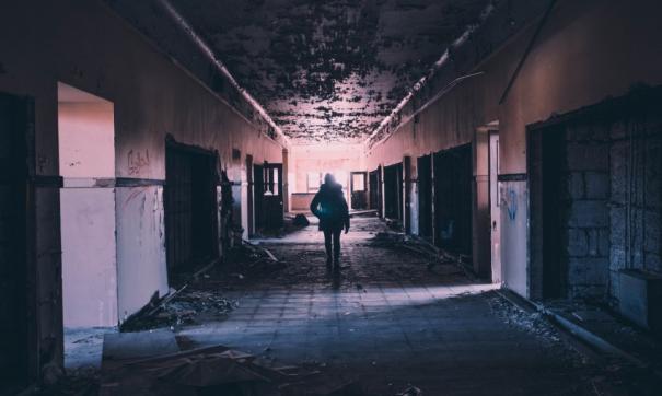 Пропавшую в Карасуке девочку нашли в  подвале общежития
