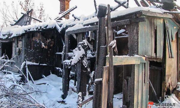 Сгоревшее здание в поселке Причулымский Томской области