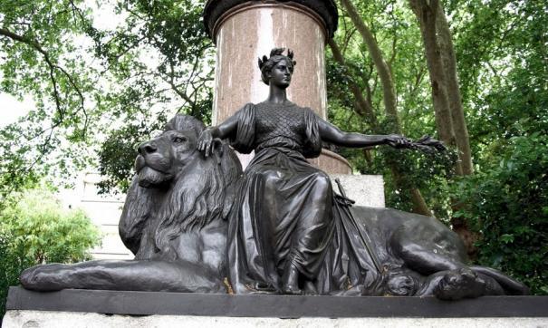В шаге мирового господства императрица стала жертвой проходимцев