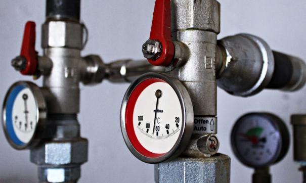 В районе аварии уже отключено горячее водоснабжение и отопление. Устранить последствия планируется к концу рабочего дня