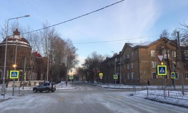 Свердловская ГИБДД задержала водителя, сбившего маму с ребенком