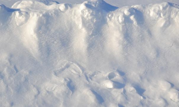 Несанкционированный снежный полигон устроили в нескольких километрах от федеральной трассы