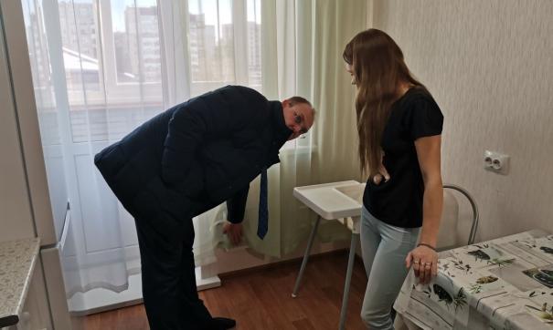 Об ужасных условиях, в которых вынуждены жить молодые семьи, сообщил глава ульяновского правительства