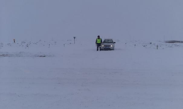 При таких погодных условиях выезжать на трассу становится просто опасно