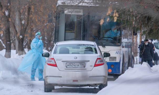 В Екатеринбурге на базу «Бодрость» привезли людей в медицинских масках
