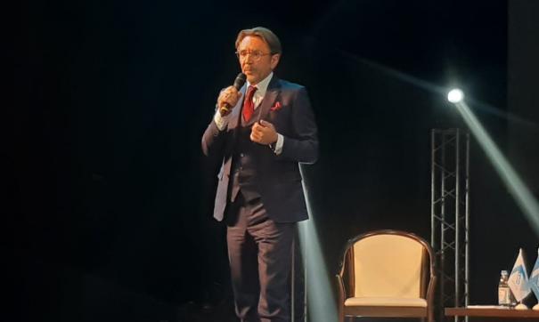 Шнуров эпатировал публику, выступая с политической речью
