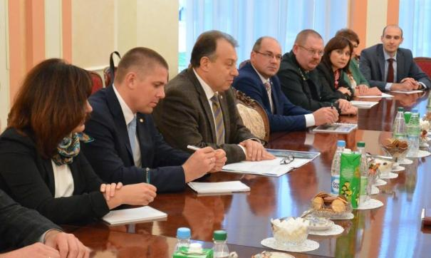 Андрей Кнорр (третий слева) прокомментировал выводы экспертов Россельхознадзора о превышении ртути в местной рыбе