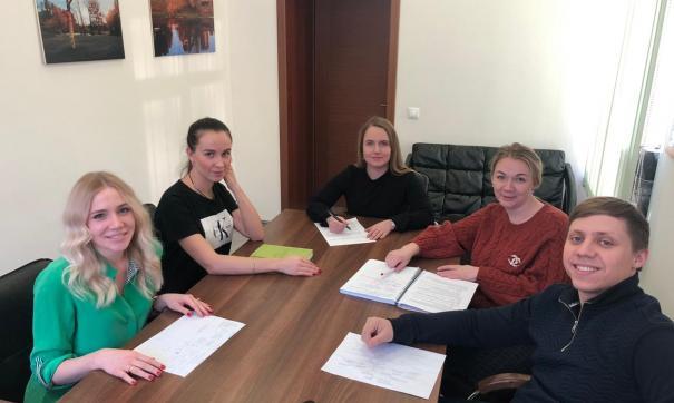 Дарья Украинцева (во главе стола) возглавила новосибирское отделение РЭО