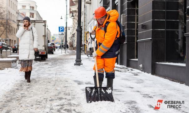 При температуре ниже 12 градусов коммунальщики не стали чистить тротуары