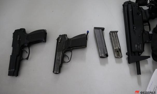 ФСБ задержала свердловчан, незаконно торговавших оружием