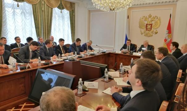 В ходе заседания губернатор Алексей Текслер предложил промышленникам ежегодно индексировать зарплаты сотрудникам