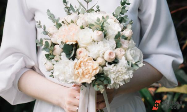 Психологи объяснили зависимость женского счастья от количества браков