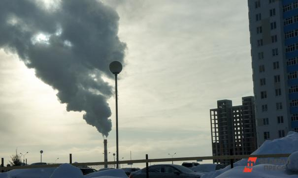 В дни неблагоприятных метеоусловий источником смога становятся выхлопные газы и многочисленные выбросы с предприятий