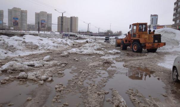 Вода затопила улицу в районе дорожной развязки с Павловским трактом