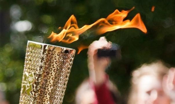 Олимпийский факел на эстафете в Японии будут возить на машине