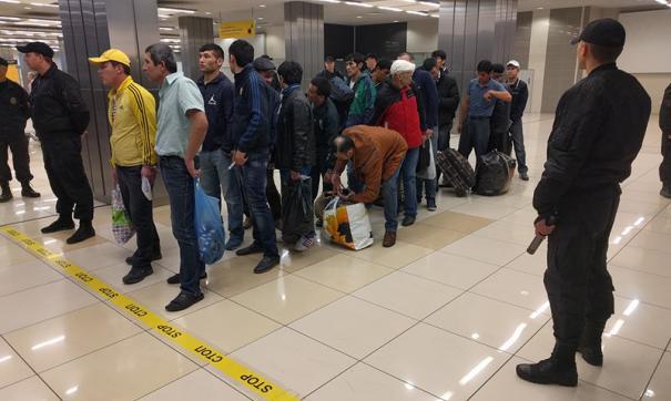 В Свердловских миграционных службах прекратили прием документов