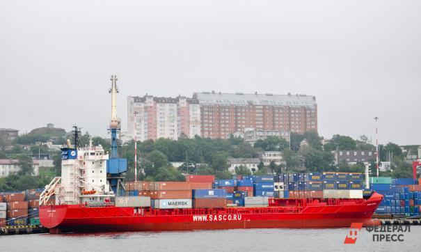 Атомный контейнеровоз везет груз для проекта «Арктик СПГ2»