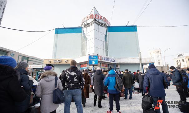 На Северном и Южном автовокзалах в Екатеринбурге дезинфицируют автобусы и залы ожидания