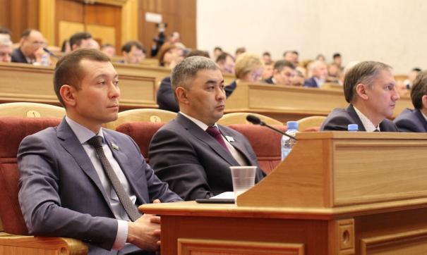 Кроме того, Курултай успел принять решение о внесении в Госдуму двух законопроектов