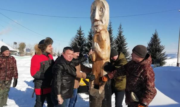 Председатель Заксобрания ЯНАО вернул в село Питляр деревянного идола