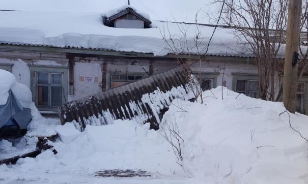 На Ямале падают козырьки аварийных «деревяшек»