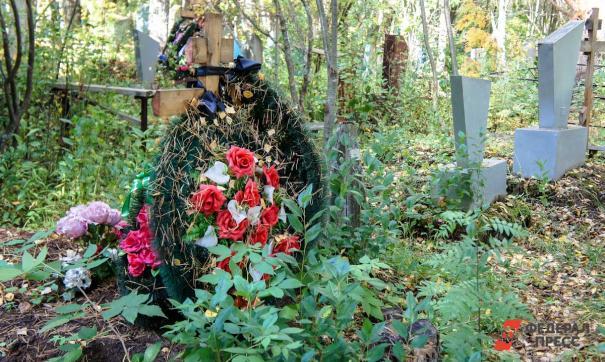 Вандалы осквернили кладбище в Рязанской области