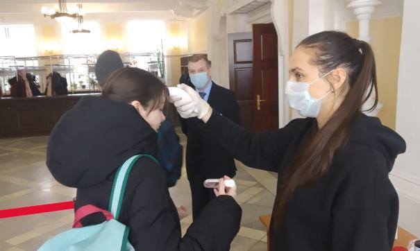 В Екатеринбурге чиновникам и депутатам начали измерять температуру