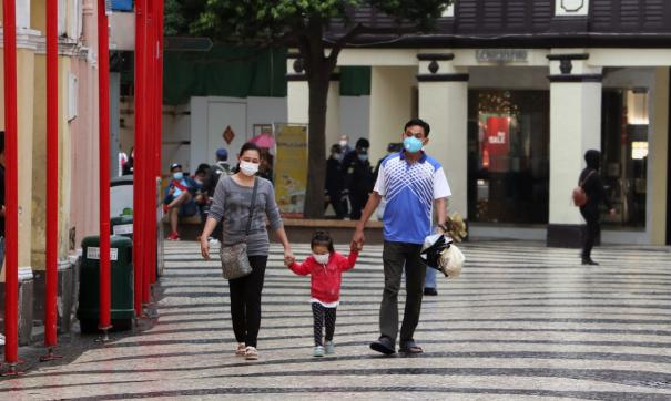 Семья защищается от коронавируса нового типа