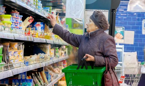 Пенсионерка закупается продуктами