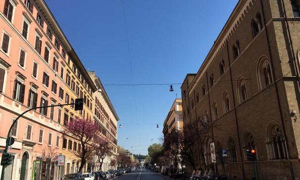 Пустынная улица в Италии