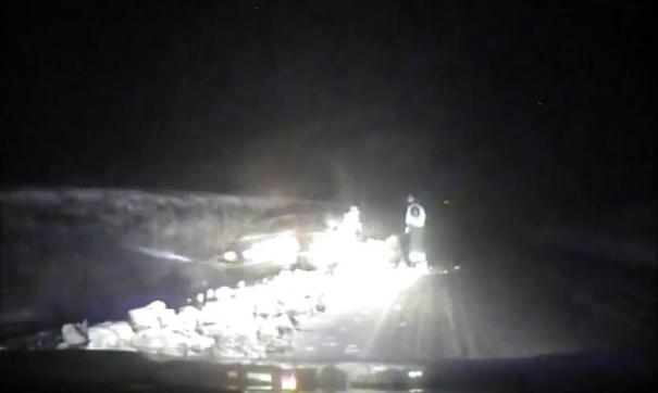 На ближайшем повороте водитель не справился с управлением и слетел в кювет