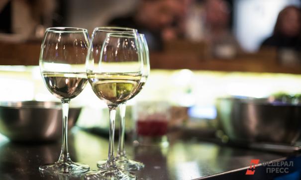 Перед праздниками россияне стали покупать больше вина и меньше пива